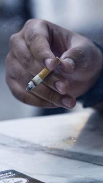 Kerajaan akan pantau kembali perokok di kedai makan - Khairy
